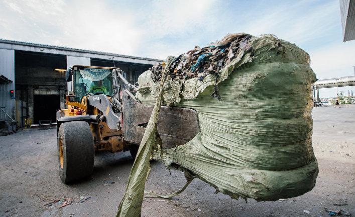 Уборка мусора на предприятии шведской энергетической компании Vattenfall в Уппсале, Швеция
