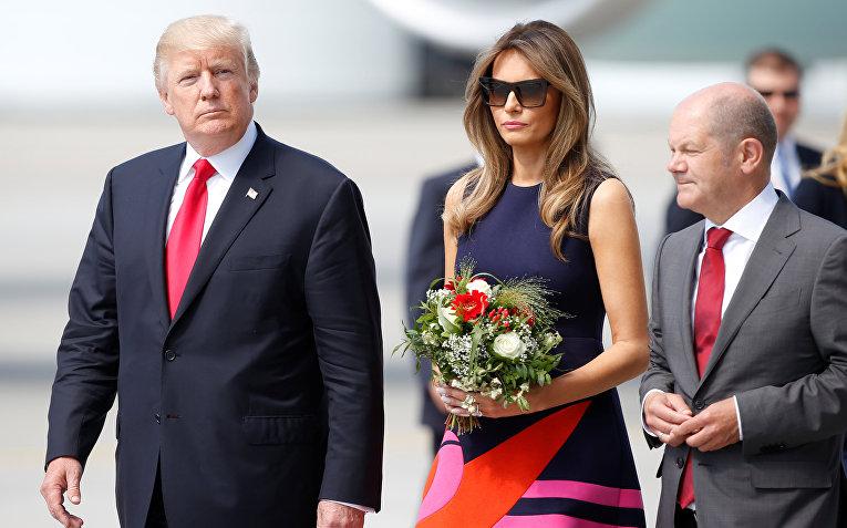Президент США Дональд Трамп и первая леди Меланья Трамп в аэропорту Гамбурга. 6 июля 2017