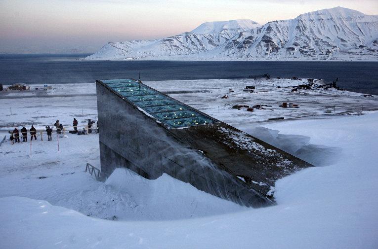 Вход в всемирное семенохранилище на норвежском острове Шпицберген