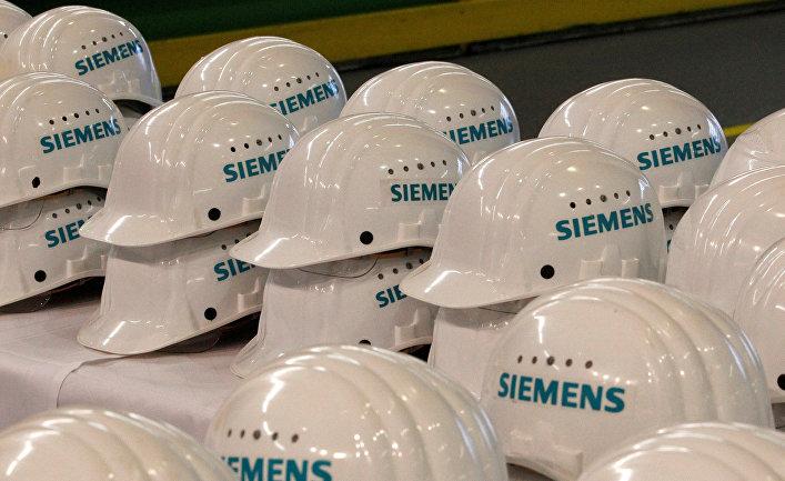 Шлемы для журналистов на одной из фабрик Siemens в Германии