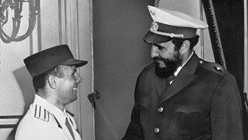 Юрий Гагарин и Фидель Кастро во время празднеств Гаване