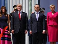 Президент США Дональд Трамп и президент Польши Анджей Дуда с супругами в Варшаве. 6 июля 2017