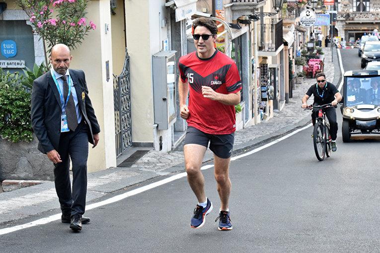 Премьер-министр Канады Джастин Трюдо на пробежке в городе Таормина