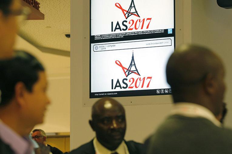Участники 9-й Международной конференции по борьбе с СПИДом в Париже