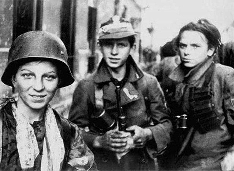 Повстанцы-харцеры Армии Крайова во время Варшавского восстания 1944 года