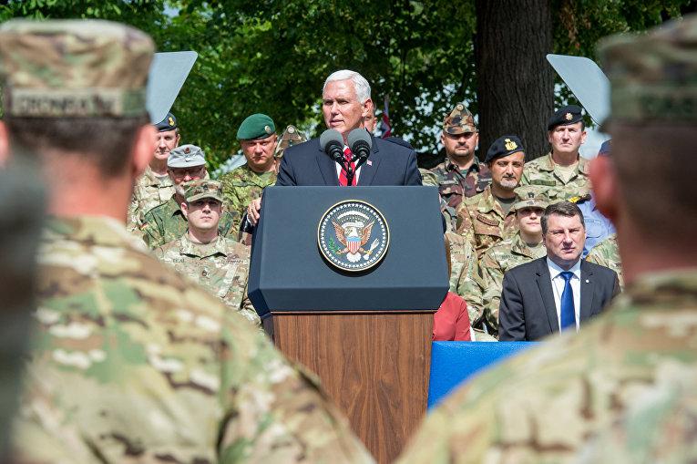 Вице-президент США Майк Пенс во время выступления в Эстонии