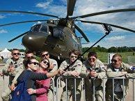 Посетители на Международном авиационно-космическом салоне МАКС-2017 в Жуковском. 23 июля 2017