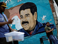 Портрет президента Венесуэлы Николаса Мадуро в Каракасе
