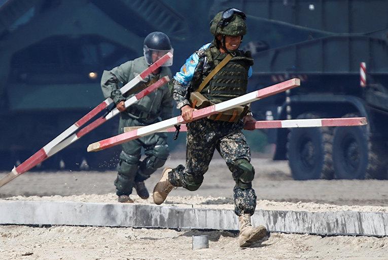 Военнослужащие Узбекистана участвуют в армейских международных играх 2017 года на Андреевском военном полигоне