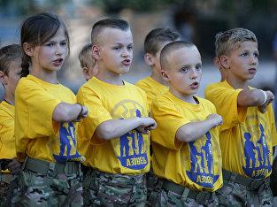 Дети в военизированном легере «Азовец» недалеко от Киева