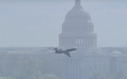 Русский самолет над Капитолием