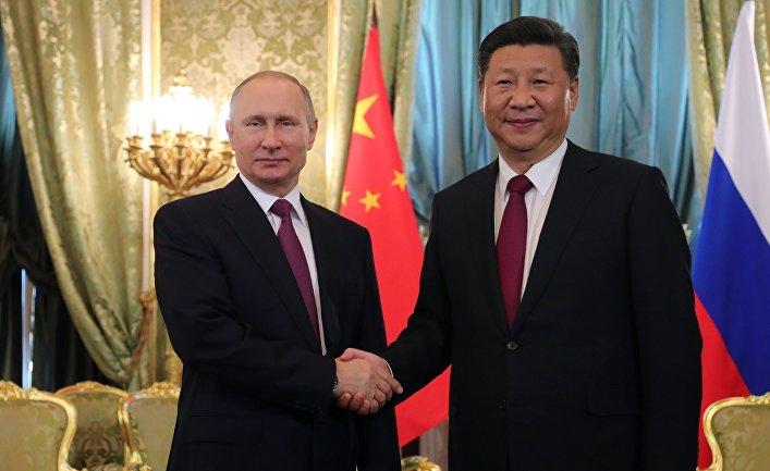 Президент РФ Владимир Путин и председатель Китайской Народной Республики Си Цзиньпин во время встречи. 4 июля 2017