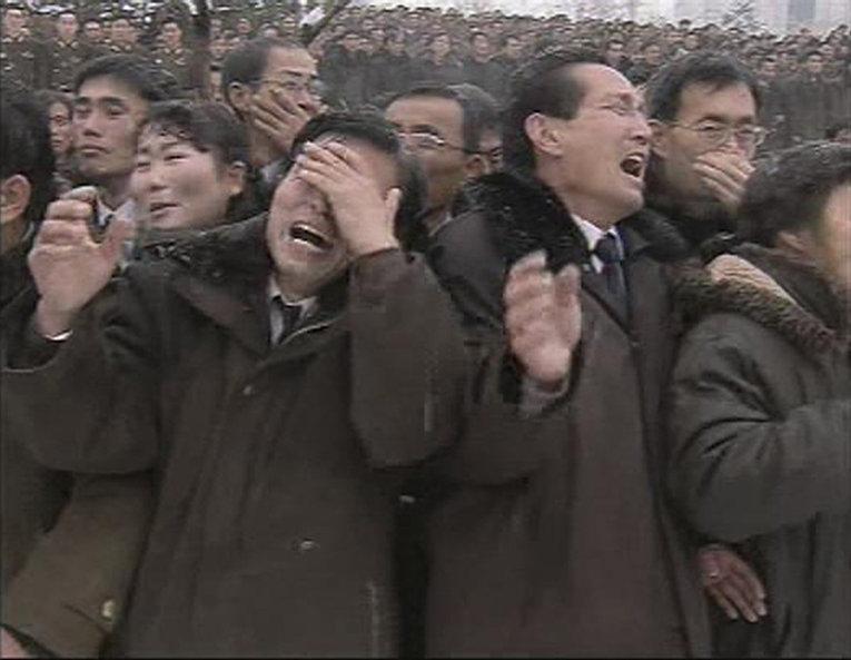 Жители Северной Кореи скорбят о смерти Ким Чен Ира в день похорон в Пхеньяне