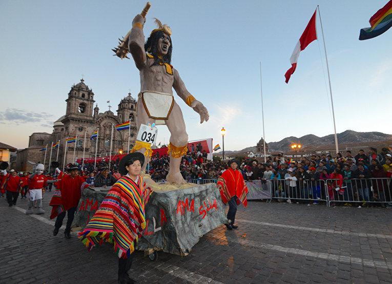 Кореные индейцы Кечуа на фестивале в городе Куско, Перу