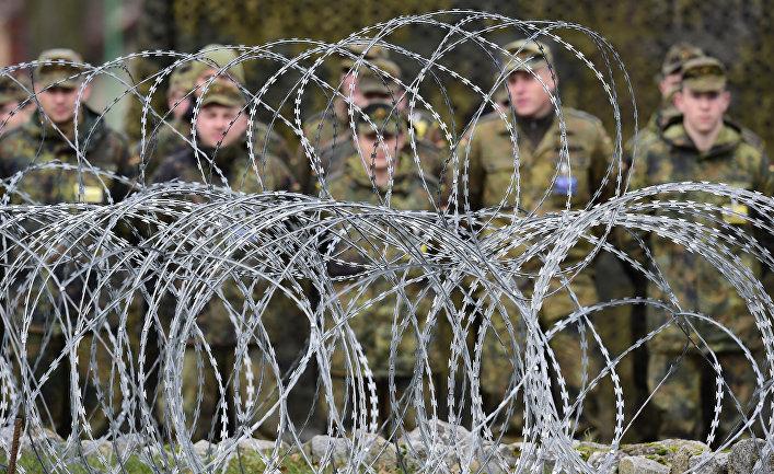 Солдаты на построении в многонациональном корпусе НАТО в Польше