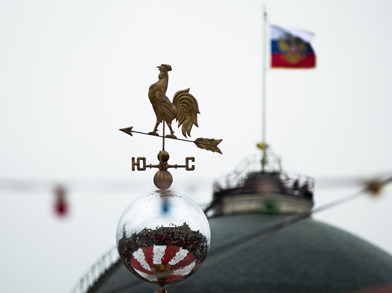 Флюгер на праздничной ярмарке на Красной площади в Москве