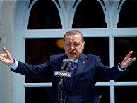 Президент Турции Тайип Эрдоган выступает с речью в Стамбуле