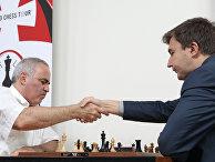 Гроссмейстер Гарри Каспаров и гроссмейстер Сергей Карякин
