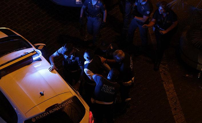 Полиция задерживает нарушителя в Риме