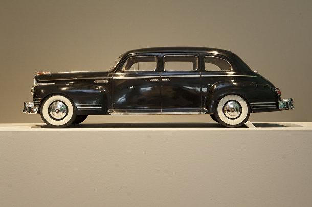 Автомобиль «ЗиЛ» на выставке «Работа и игра за железным занавесом»