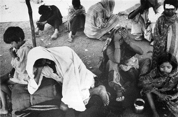 Люди, пострадавшие в результате аварии на химическом заводе в Бхопале