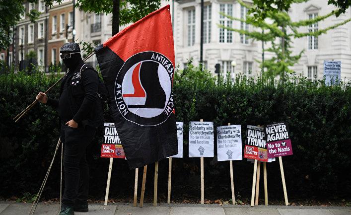 Антифашистская акция протеста у посольства США в Лондоне