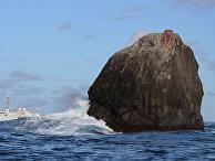 Необитаемая скала в Атлантическом океане Роколл