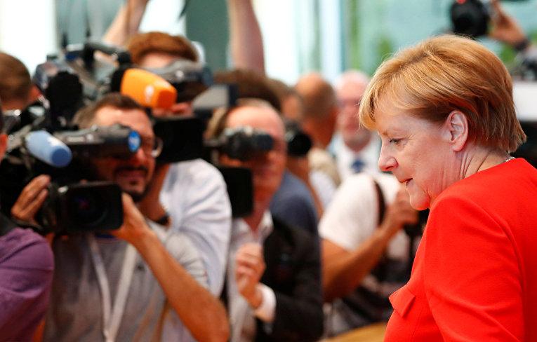 Канцлер Германии Ангела Меркель на пресс-конференции в Берлине