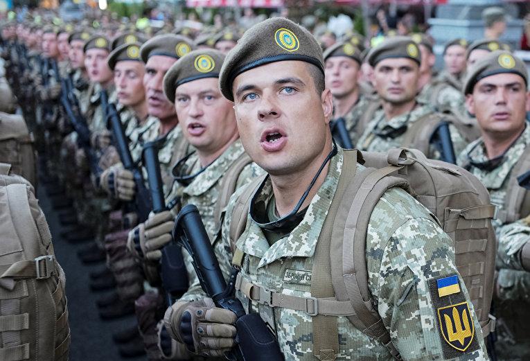 Украинские военнослужащие во время репетиции военного парада в честь Дня независимости