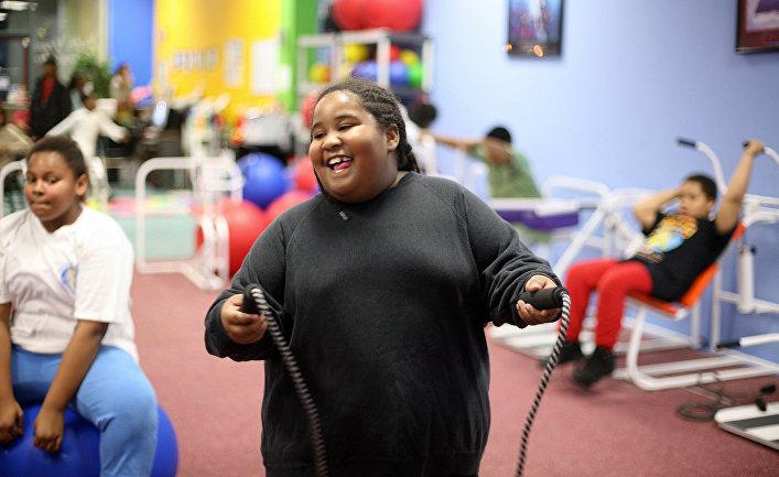 Дети занимаются спортом в фитнес-центре в городе Аппер-Мальборо