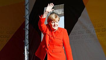 Канцлер ФРГ Ангела Меркель во время предвыборного митинга в Биттерфельде