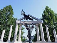 Памятник жертвам оккупации Вернгии нацисткой Германией на площади Свободы в Будапеште