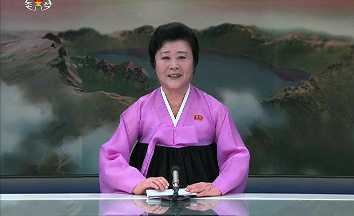 Ведущая новостей на северокорейском телевидении Ри Чун Хи