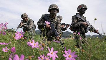 Южнокорейские морские пехотинцы во время военных учений