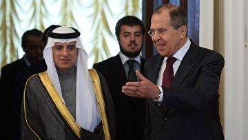 Министр иностранных дел РФ Сергей Лавров и министр иностранных дел Саудовской Аравии Адель аль-Джубейр во время встречи в Москве. 26 апреля 2017