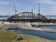Завершение сборки судоходной арки железнодорожной части Керченского моста в Крыму. 20 июня 2017