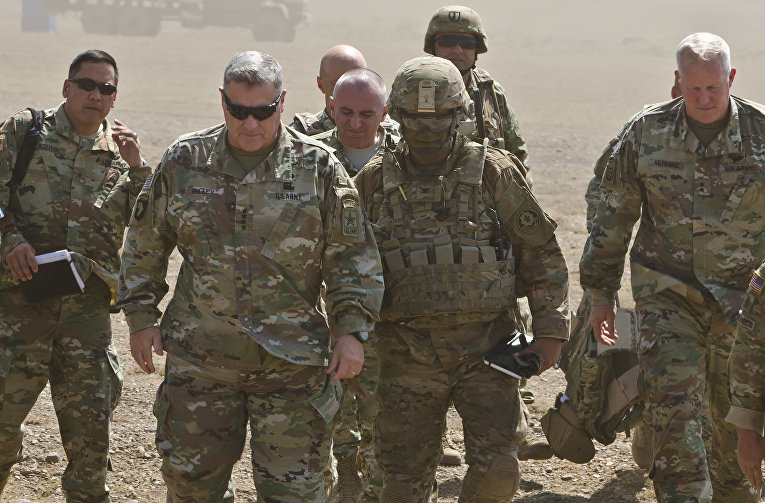 Начальник штаба армии генерал Марк Милли на военных учениях