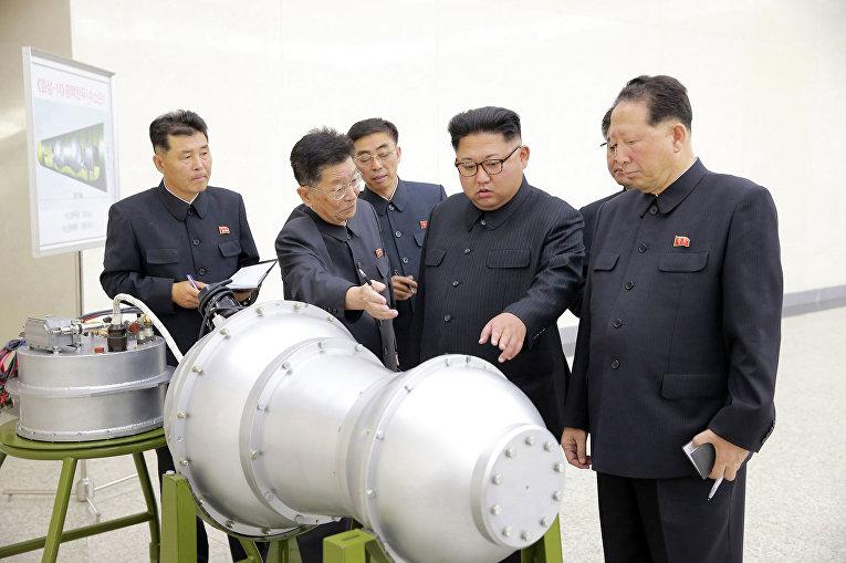 Лидер КНДР Ким Чен Ын лично осмотрел водородную бомбу