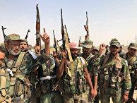 Бойцы сирийской армии перед форсированием реки Ефрат в районе города Дейр-эз-Зор. 18 сентября 2017