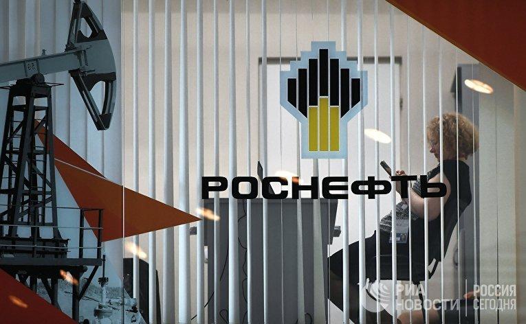 """Стенд компании """"Роснефть"""" на площадке Восточного экономического форума во Владивостоке. 6 сентября 2017"""