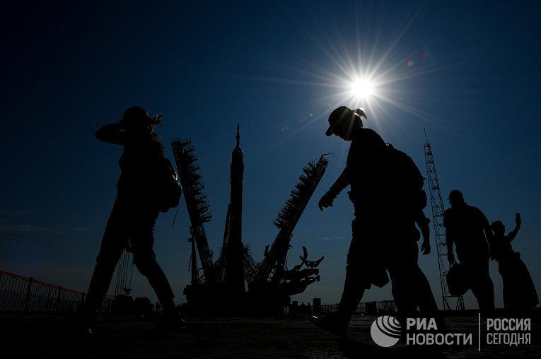 "РКН ""Союз-ФГ"" вывезена на стартовую площадку космодрома ""Байконур"""