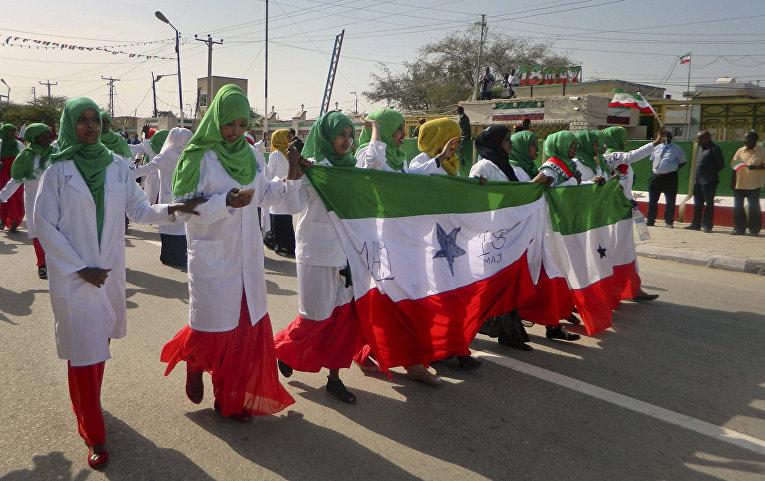 Марш в честь 25-летия провозглашения независимости Сомалиленда в столице Харгейса