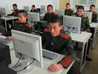 Студенты Революционной школы Мангендэ в Пхеньяне