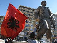 Приштина. Албанский флаг