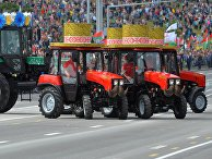 Гражданская техника производства Белоруссии во время парада в Минске, посвященного празднованию Дня Независимости Белоруссии