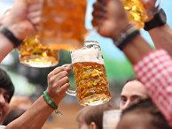 Посетители на традиционном пивном празднике «Октоберфест» в Мюнхене