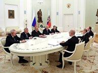 Президент РФ В. Путин встретился с бывшими руководителями ряда регионов