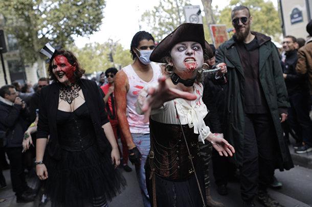 Участники зомби-моба в Париже, 7 октября 2017
