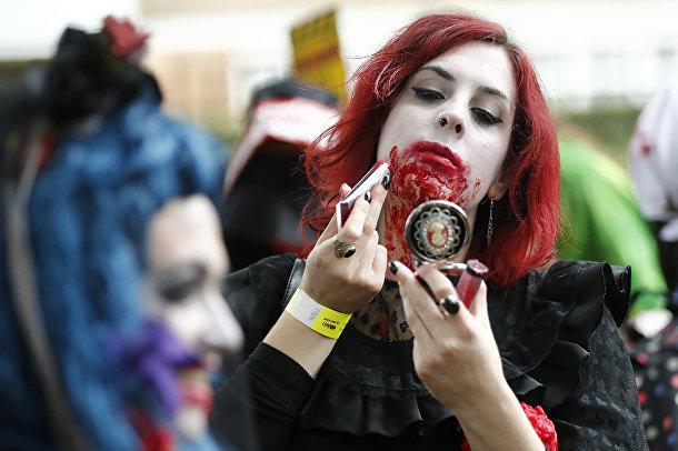 Участница готовится к зомби-мобу в Лондоне, 7 октября 2017