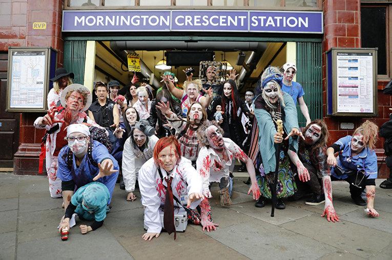 Толпа зомби выходит из лондонского метро